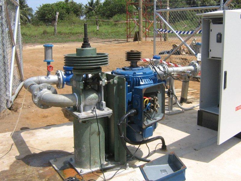Borehole, pump, pump installation